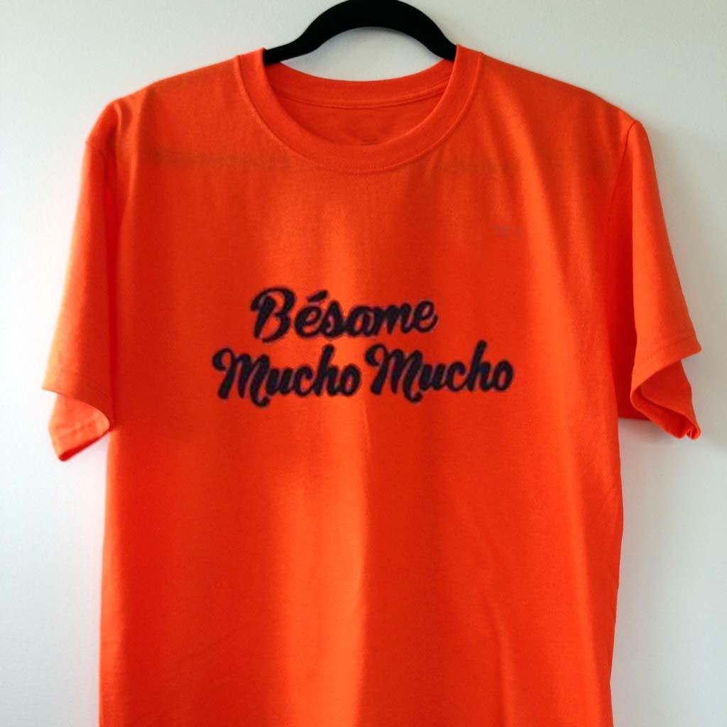 besame mucho mucho orange color T Shirt Size S 17ab0e51e